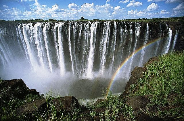 he grandeur of Victoria Falls
