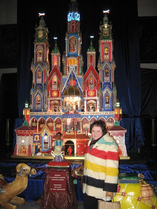 Bimini in front of a Krakow nativity scene